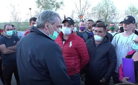 Marcel Vela, luat la întrebări de românii blocați în vama Nădlac. Ce le-a promis ministrul