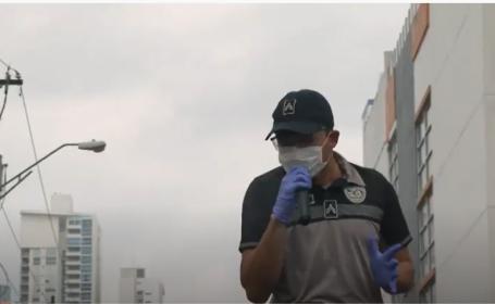 """Polițiștii au cântat pe străzi pentru a ridica moralul oamenilor din izolare: """"Vom face asta până omorâm coronavirusul"""""""