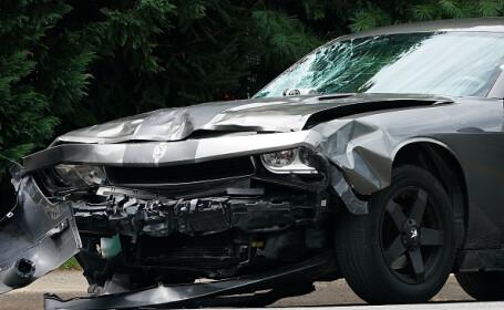 Imagini demne de o cascadorie. Unde a aterizat cu mașina un șofer din Polonia