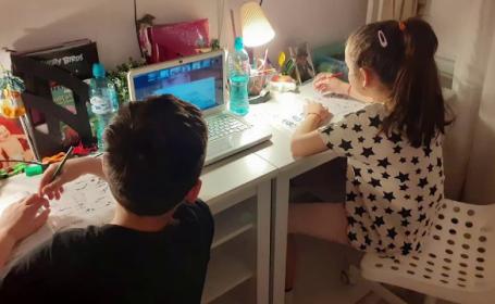 Criză de camere video în magazine. Copiii au nevoie pentru școală, părinții pentru serviciu