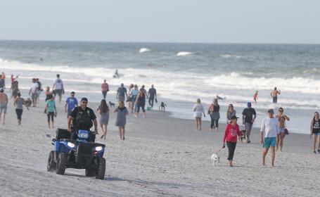 Mii de americani au luat cu asalt plajele din Florida, după relaxarea restricțiilor - 12
