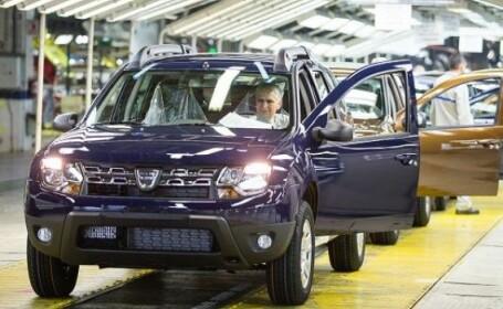 Unul dintre motoarele economiei se repornește parțial. Mii de angajați de la Dacia se întorc la muncă
