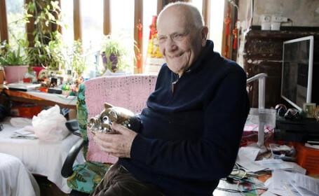 Medicul de 98 de ani ce continuă să trateze pacienții infectați cu COVID-19. \'\'Am eu grijă\