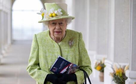 Regina Elisabeta a II-a, vaccinată cu doza de rapel înainte de prima ei apariţie publică din 2021. Monarhul nu a purtat mască