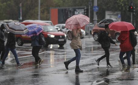 Avertisment ANM: Cod galben în aproape toată țara. Vor fi ploi torențiale, descărcări electrice, vijelii şi grindină