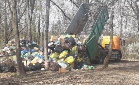 FOTO. Munți de gunoaie pe iarbă, într-unul dintre cele mai frumoase parcuri din București