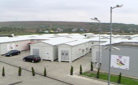 Epopeea spitalului modular de la Lețcani. Din cele 250 de paturi prevăzute, jumătate nu au loc înăuntru