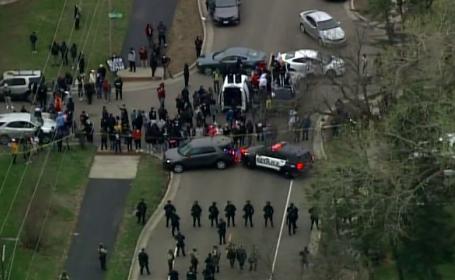 Violențe în SUA, după ce un tânăr a fost împușcat de o polițistă care a confundat pistolul cu electroșocuri cu arma de foc