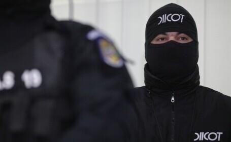 12 proxeneți au fost arestați în Tulcea. Obținuseră peste 1 milion de dolari pe seama tinerelor