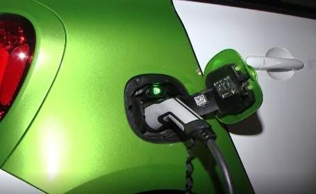 Mașinile electrice, tot mai populare în România. Cu cât au crescut vânzările în 2021