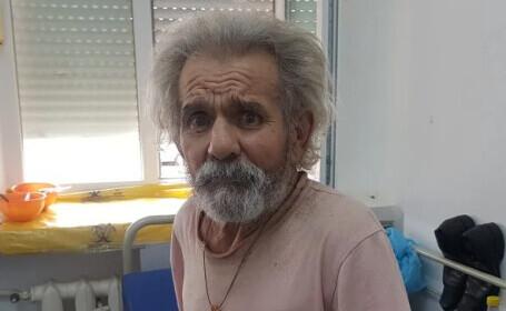 REPORTAJ. 2 oameni fără adăpost au fost uitați de autorități într-un salon de la Urgențe