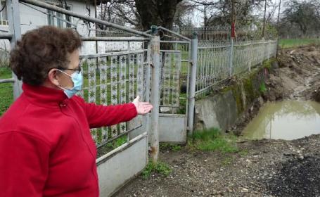 Reabilitarea tronsolului Șurdești, din Maramureș, îi nemulțumește pe localnici. Oamenii nu mai pot intra în curți