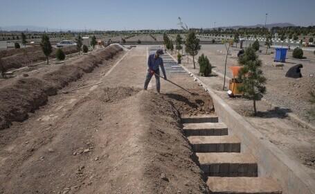 Cimitirele din Iran, neîncăpătoare din cauza Covid-19. Se sapă morminte pe patru niveluri