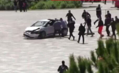 Un șofer albanez a alergat pietonii cu mașina, la Tirana. Cum l-a oprit un tânăr curajos