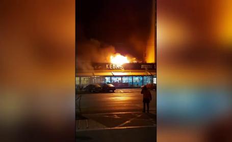 """Incendiul de la o shaormerie din București s-a extins la blocurile din jur. """"Puteam să murim"""""""