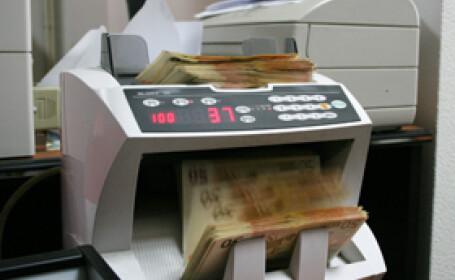 Creşterea dobânzii de către BNR împinge euro sub 3,50 lei