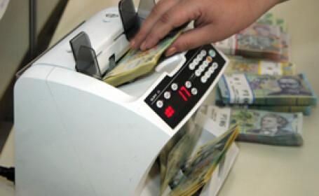 Francul elvetian e la un nivel record: 3,35 lei. Ce facem cu creditele CHF?