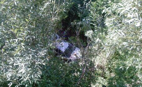 Cursa spre moarte la Bacau: a plonjat cu masina de pe un pod