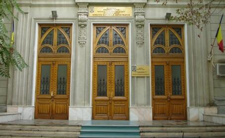 Un judecator de la Tribunalul Dolj si 2 avocati au fost arestati 29 de zile
