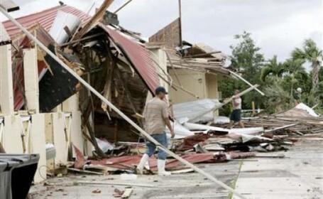 Furtuna tropicala Fay face ravagii in Florida