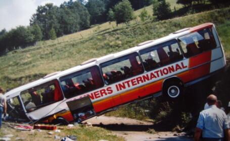 Autocar plin cu microbisti rasturnat in nordul Frantei!