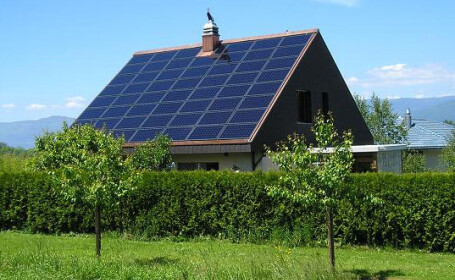 Banii din taxa de poluare se intorc sub forma de panouri solare!