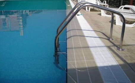 Tragic: s-a inecat in piscina pe care o construise pentru nepoti