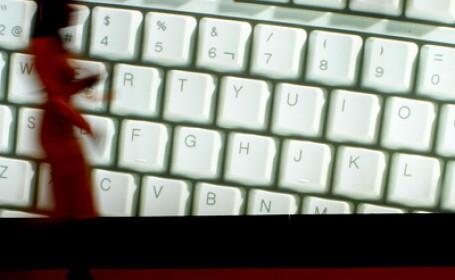 Iata ce microbi colcaie in tastatura calculatorului sau a telefonului