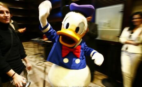 Donald Duck m-a pipait pe sani!