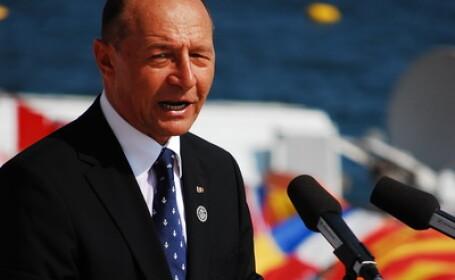 Traian Basescu a decorat Santierul Naval din Constanta cu Ordinul \
