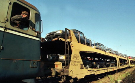 Masini in tren