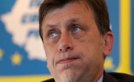 Antonescu: Basescu face propaganda pentru prosti