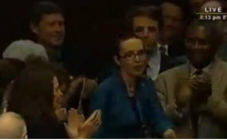 Prima aparitie publica a deputatei americane care a ramas fara jumatate de craniu. VIDEO