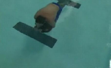 VIDEO. Si-a tinut respiratia sub apa timp de 75 de secunde, timp in care a mers 70 de metri.