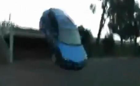 Ce pateste un sofer care confunda masina cu skateboard-ul! VEZI VIDEO