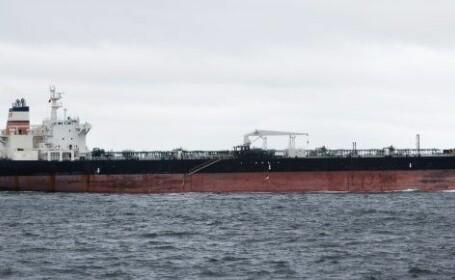 Yacht lovit de un petrolier in rada unui port englezesc. O camera web a surprins momentul. VIDEO