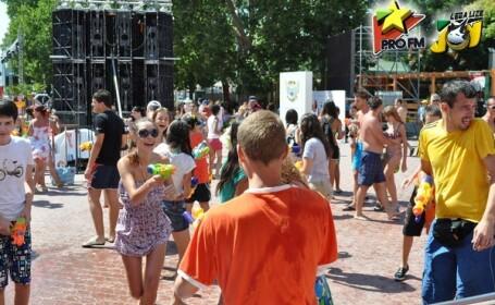 Distractie marca ProFM: bataie cu apa la Mamaia
