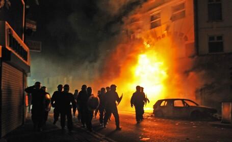 New York Times: Violentele din Londra ar putea fi organizate cu ajutorul BlackBerry Messenger