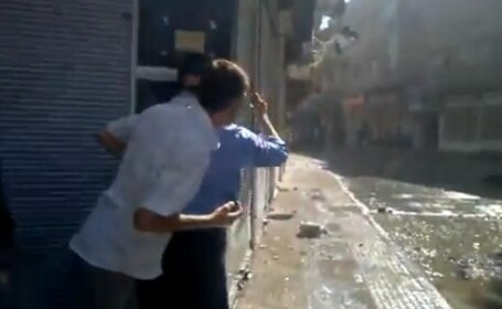 Ghinion sau intentie? Protestatar impuscat in testicule, de un lunetist. VIDEO SOCANT