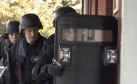 Jaf armat la o agentie bancara din SUA. Trupele SWAT intervin in forta
