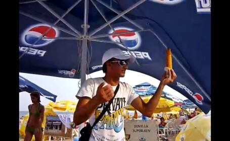vanzator de porumb fiert pe plaja