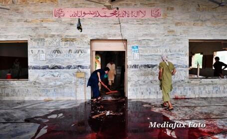 Atentat sinucigas la o moschee din Pakistan - 5