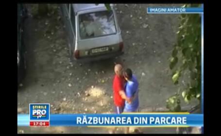 Imagini incredibile la Iasi: Agarici, filmat de sotie in timp ce lua bataie in parcare de la Scafaru