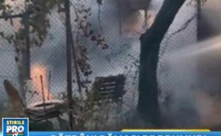 In 5 minute gospodaria unor batrani a disparut in flacari.Incendiu a amenintat si locuintele din jur