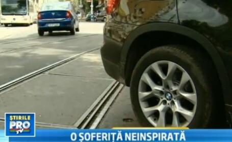 Sase tramvaie, blocate in Capitala timp de 2 ore dupa ce o soferita si-a parcat masina pe sine.VIDEO