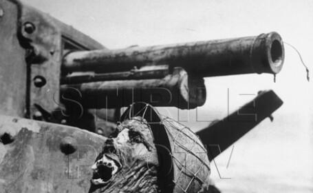 craniu de soldat pe tanc