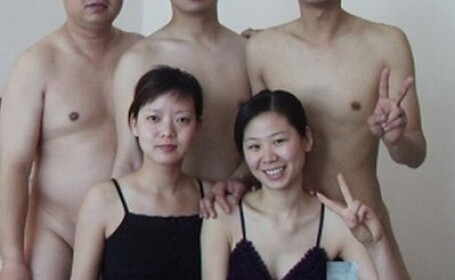 chinezi fac sex in grup