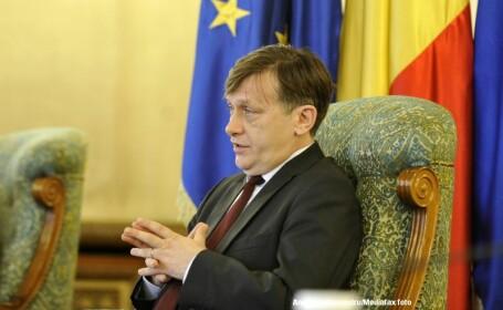 Antonescu: Optam pentru demiterea ministrilor prin motiuni simple; Parlamentul sa aprobe remanierile