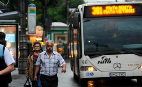 Canicula a transformat autobuzele RATB lipsite de aer conditionat in saune. Afisul care i-a enervat pe calatori