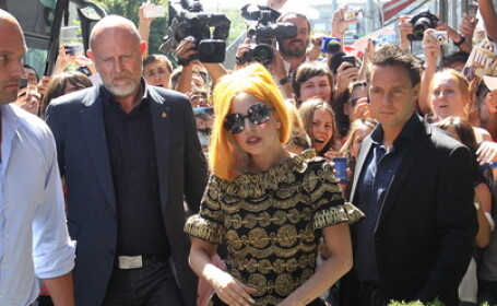 Lady Gaga canta la Bucuresti pe cea mai mare scena folosita vreodata intr-un turneu international